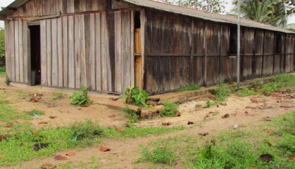 Em Raposa, única escola de povoado funciona em barracão de madeira