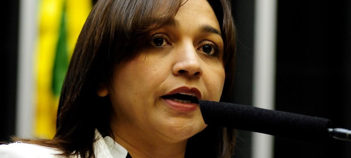Eliziane Gama vai cobrar na Câmara destino de verba da ponte fantasma de Edivaldo Júnior
