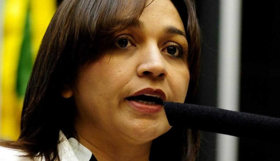 Eliziane Gama cobra investigação da PF na morte de líder indígena Euzébio Ka'apor