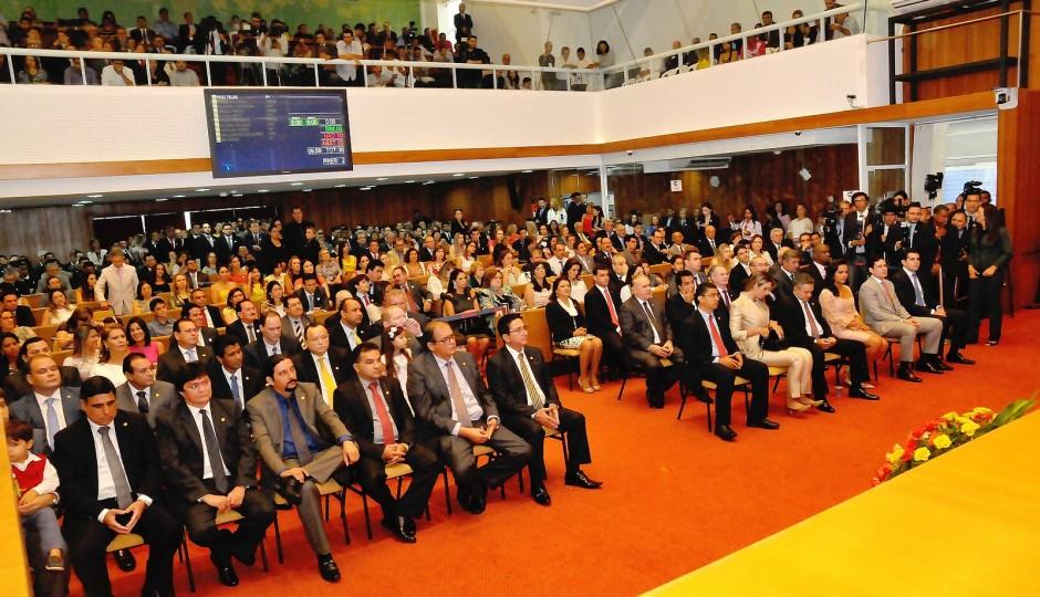 Apenas 103 dos mais de 2 mil servidores da Assembleia do MA são concursados
