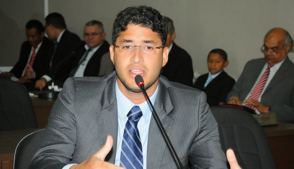 Cheque de Roberto Rocha Júnior é abafado após reaproximação do pai com Dino