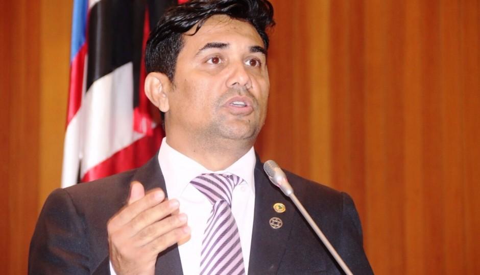 Wellington denuncia inconstitucionalidade de taxas cobradas pela UEMA