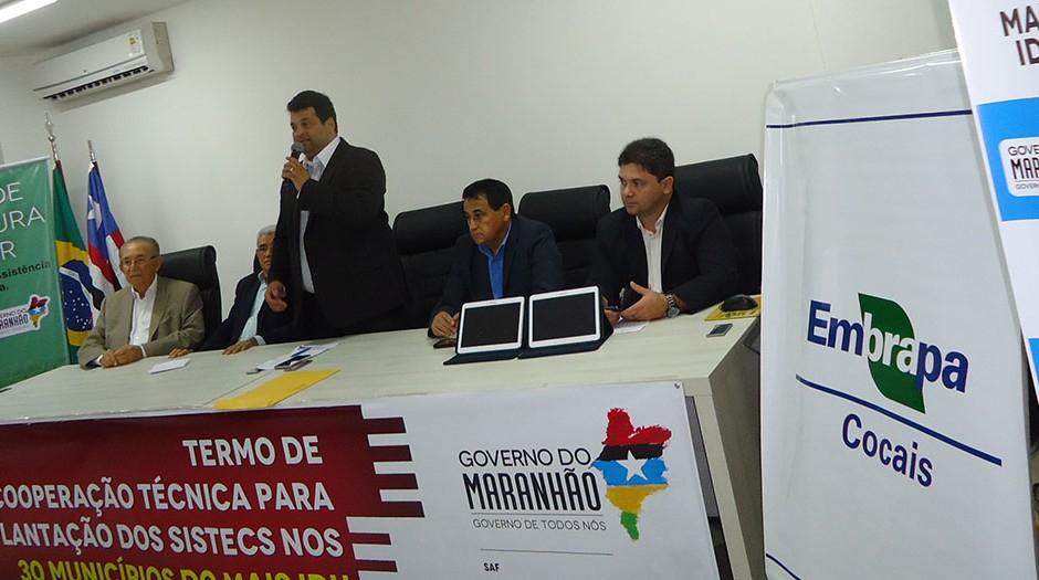 Instituto que 'recuperou estrada' em povoado fantasma garfa R$ 15,5 milhões do governo