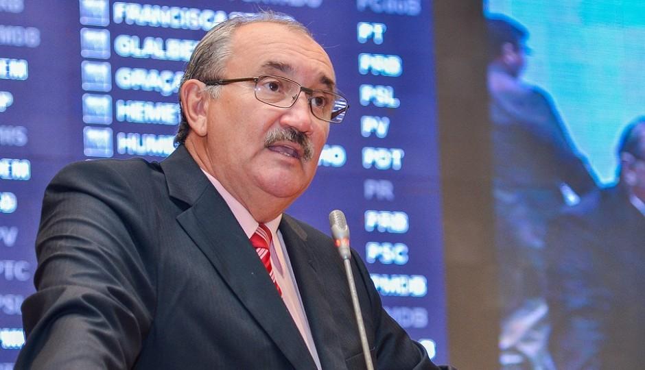 César Pires defende revisão de valores aplicados na cobrança do IPTU