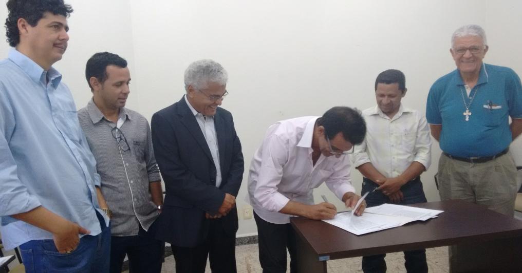 Sebrae se reúne com o prefeito de Açailândia e município adere à RedeSim