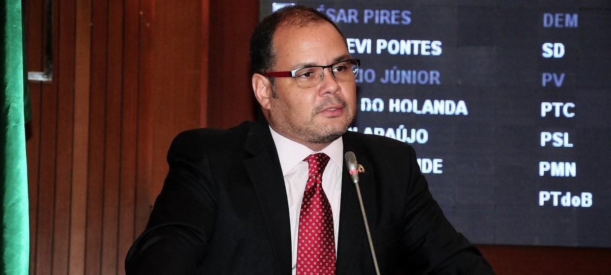 Líder do governo na AL pede a cabeça do diretor de Comunicação da Casa