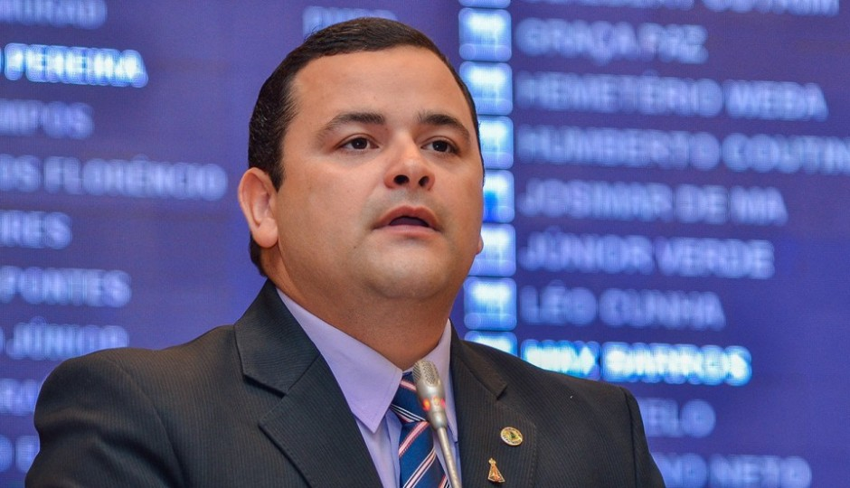 Vinicius Louro solicita Restaurante Popular para Pedreiras