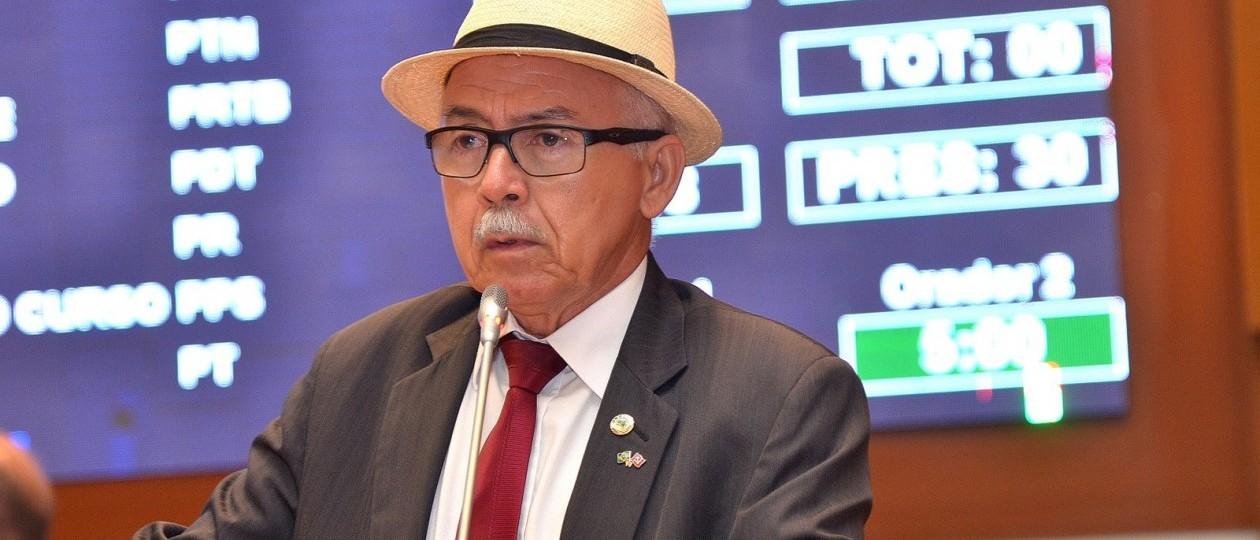 Entidades protocolam representações contra Fernando Furtado por racismo e homofobia