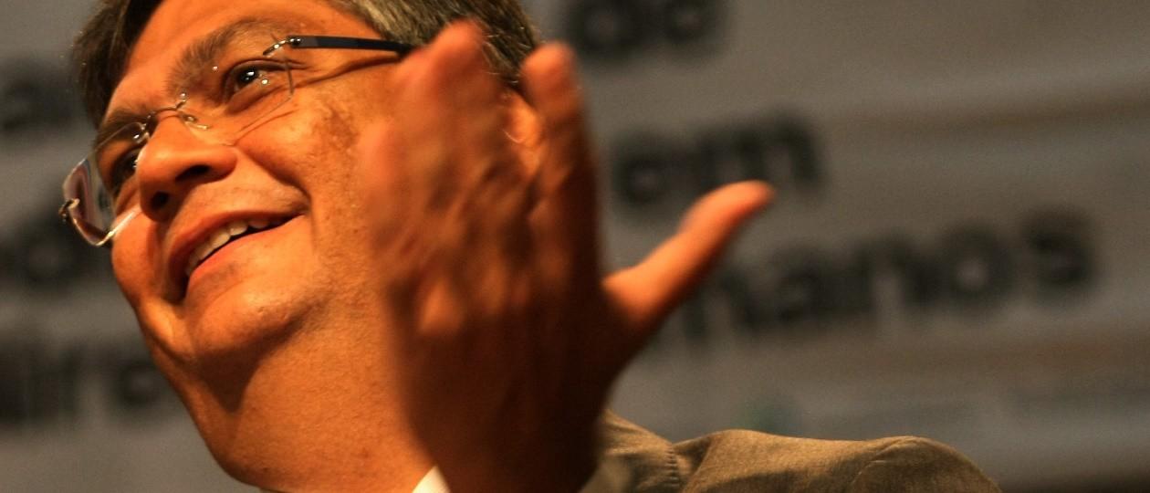 Dino vai gastar R$ 53 milhões com marketing, publicidade e consultoria de imagem