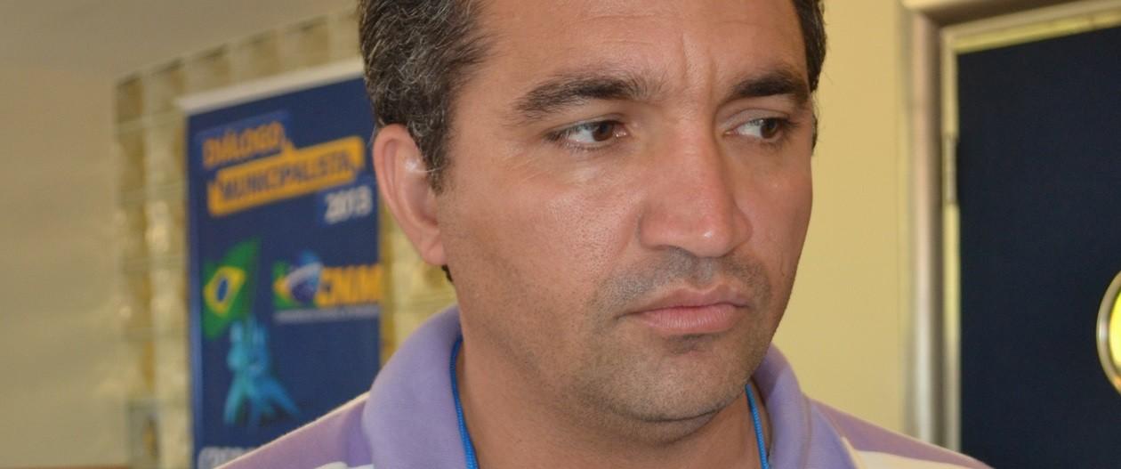 Pedida cassação do prefeito de Arame por fraude em licitação de fardas escolares
