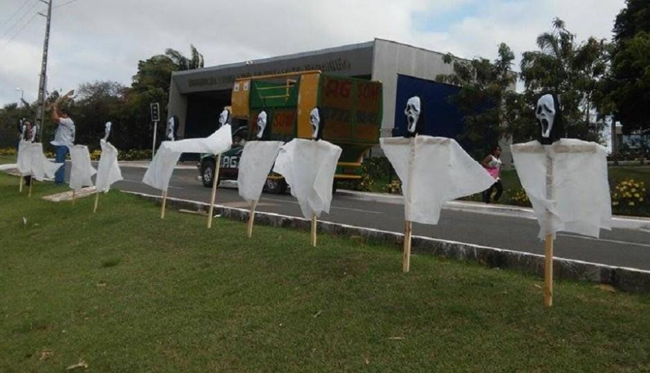 Servidores em greve da AL protestam por PCCV e contra funcionários fantasmas