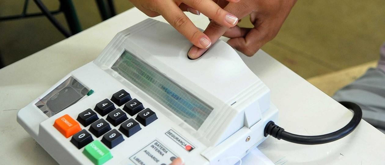 TSE informa que terá dinheiro para garantir votação eletrônica em 2016