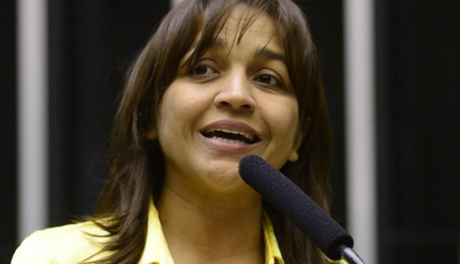 Eliziane evita criticar descaso na educação municipal para não contrariar o PCdoB