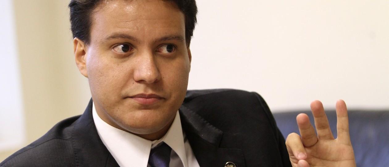 Felipe Camarão terá de se submeter a Márcio Jerry se for para Casa Civil