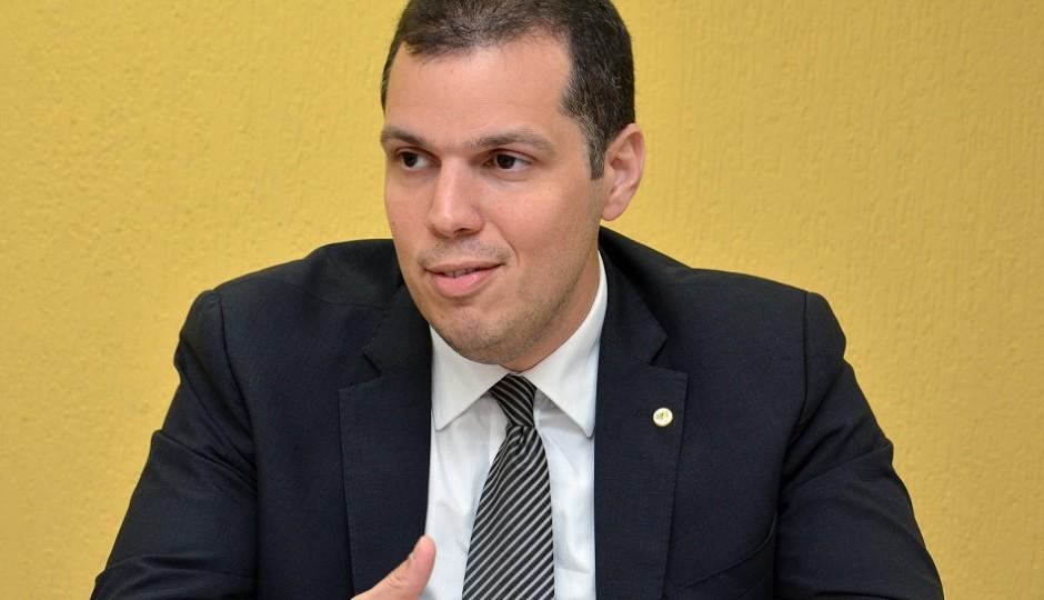 """""""Edital do concurso não previa questões inéditas"""", diz Rodrigo Lago sobre plágios"""