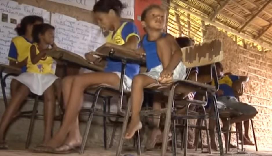 Bom Dia Brasil desmascara prefeito de Peritoró sobre escolas em casebres