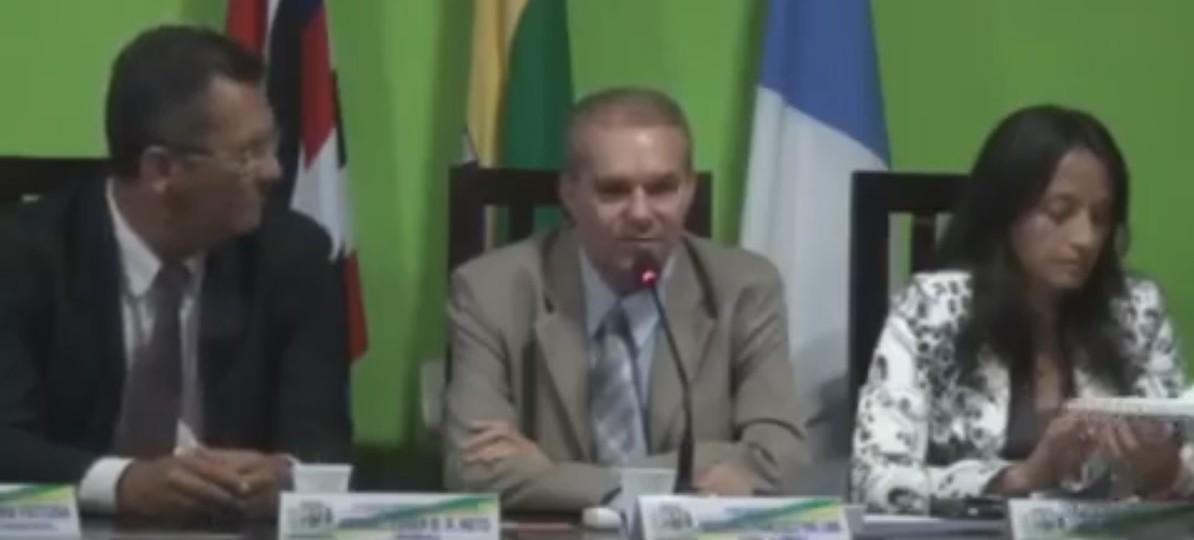 Vídeo: Régia Barroso se diverte ao celular durante denúncia de precariedade no Socorrão