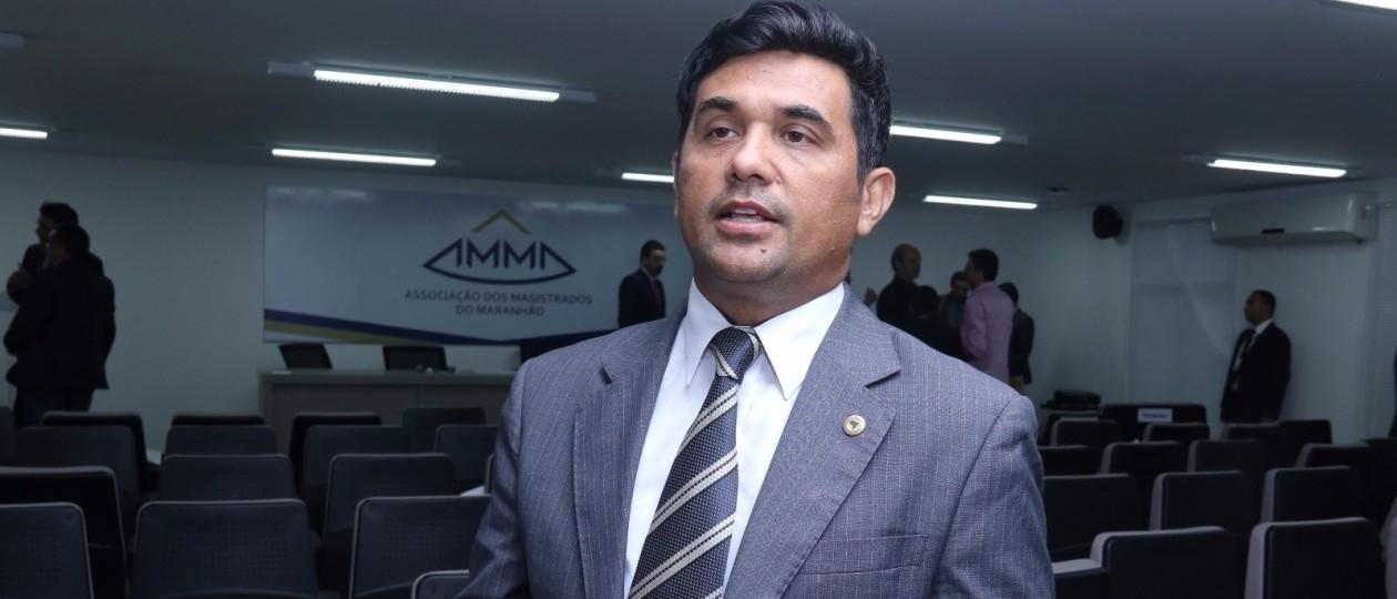 Deputado parabeniza magistrados e MP por de seminário de combate à corrupção no MA