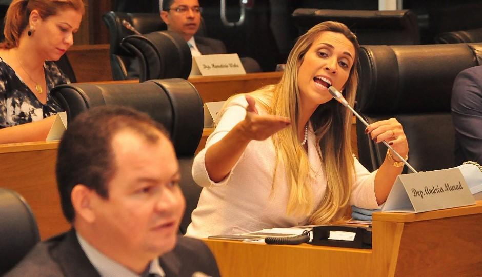Andrea Murad vai à Justiça por descumprimento do Regimento Interno