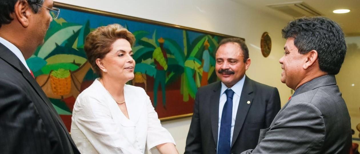 Comaval de Lula, Flávio Dino negocia voto de Waldir em troca de ministério