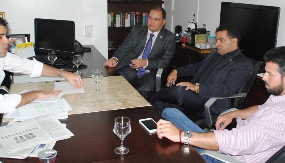 Adriano discute audiência sobre rateio do ICMS para os municípios