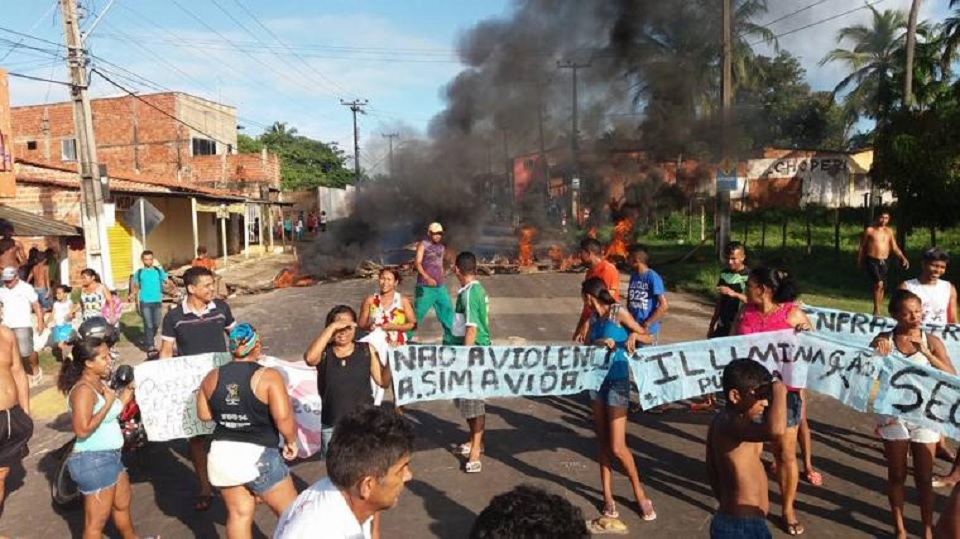 População interdita MA-201 em protesto contra Gil Cutrim