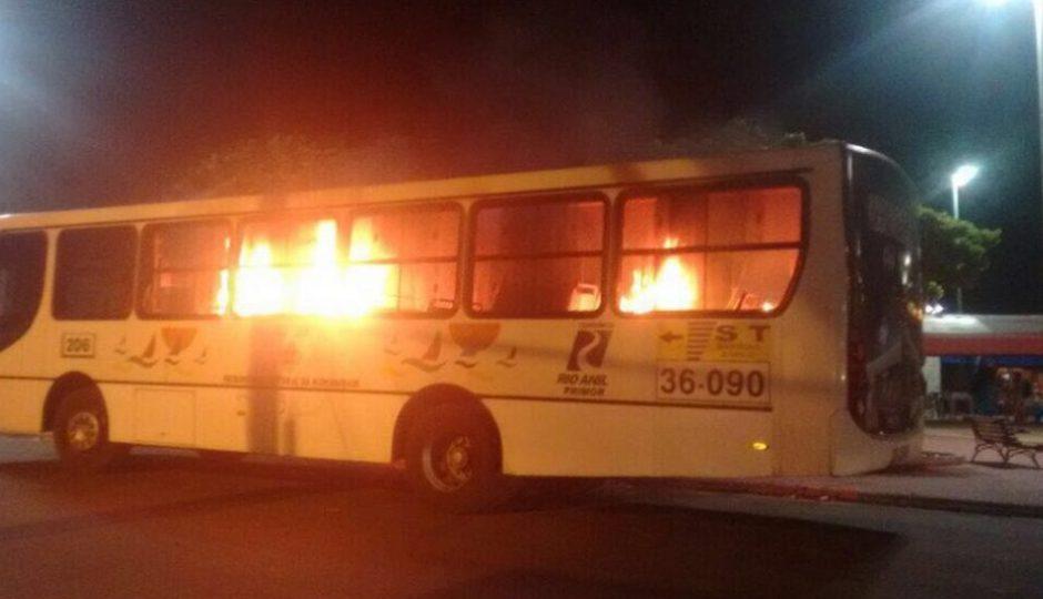Bonde dos 40 volta a incendiar ônibus na Região Metropolitana de São Luís