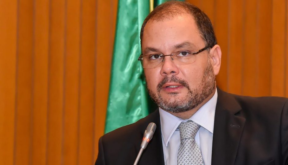 """""""Flávio Dino não se escondeu"""", diz líder do governo sobre ataques a ônibus"""
