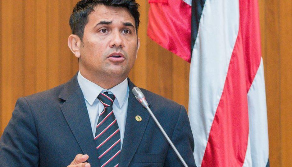 Deputado pede que CDH apure expulsão de editor do ATUAL7 por seguranças da Casa