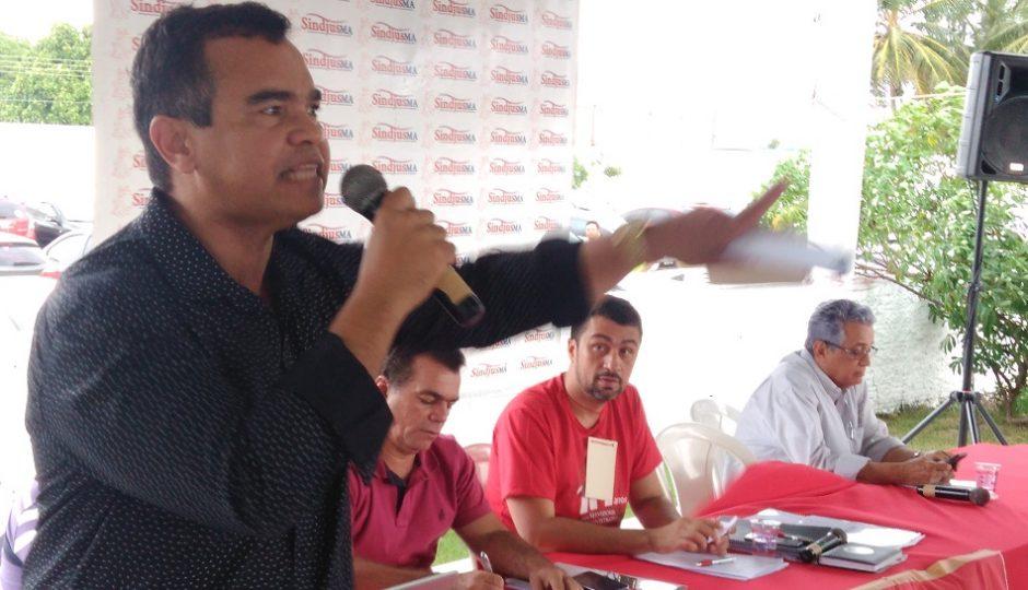 """""""Servidores não vão se ajoelhar para Flávio Dino"""", dispara Aníbal Lins"""
