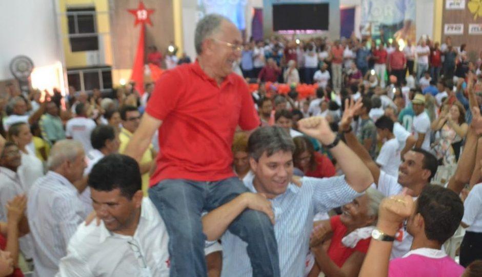 Neto Evangelista carrega candidato do PT nos ombros em Zé Doca