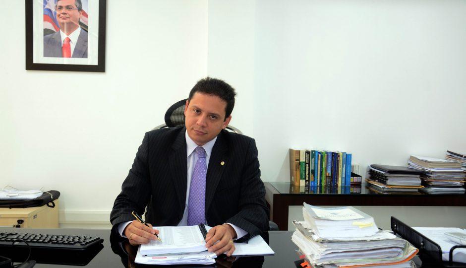 Sob risco de prisão, Rodrigo Maia devolve processo usado para atacar Wellington