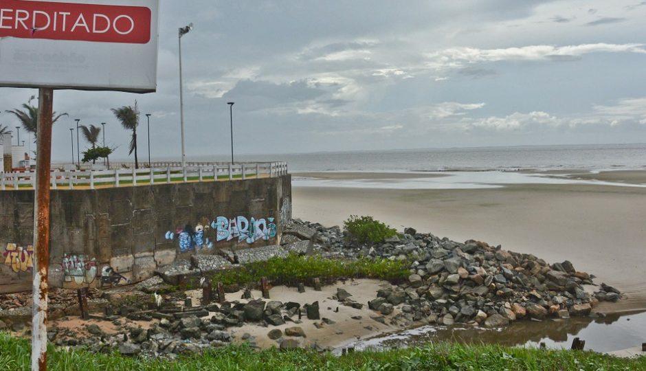 'Canetada' invalida laudo e praias poluídas viram 'limpas'