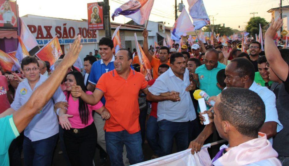 Roberto Costa arrasta multidão pelas ruas de Bacabal