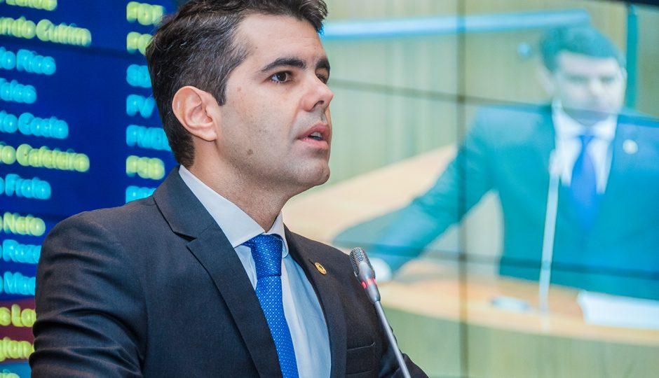 Adriano denuncia descaso de Flávio Dino com escola em Presidente Sarney