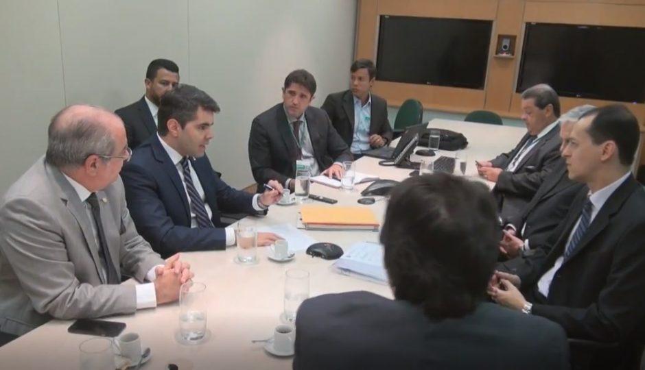Adriano questiona BNDES sobre obras paralisadas pelo governo