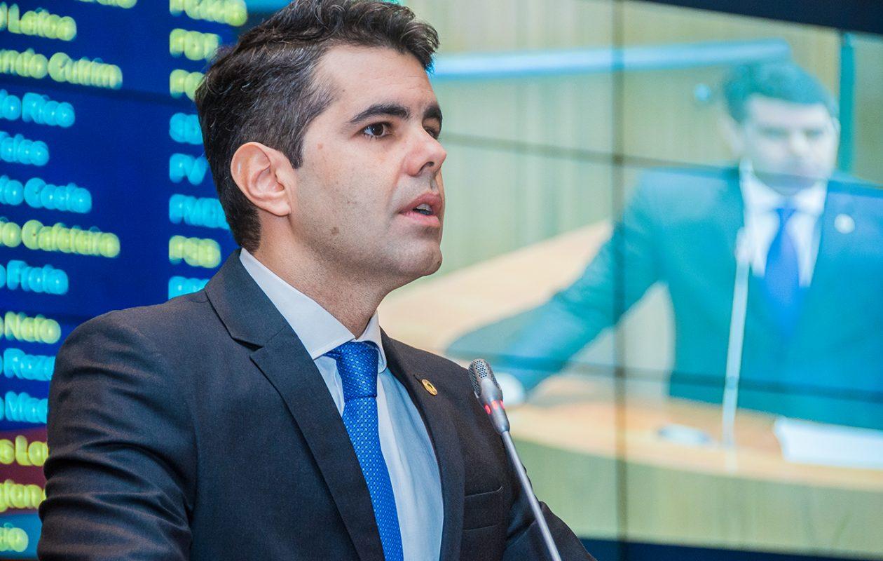 Adriano diz que aumento de imposto é o presente de Natal de Flávio Dino
