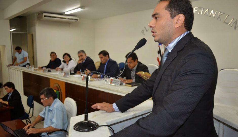 Assis Ramos abrirá mão do salário de prefeito e reduzirá a 16 número de secretarias