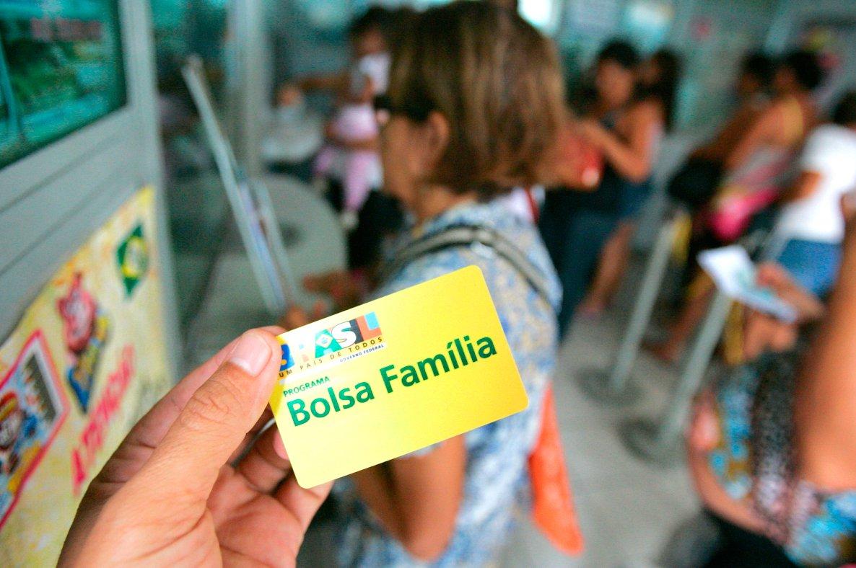 Servidores públicos, empresários e até pessoas mortas recebem Bolsa Família no MA