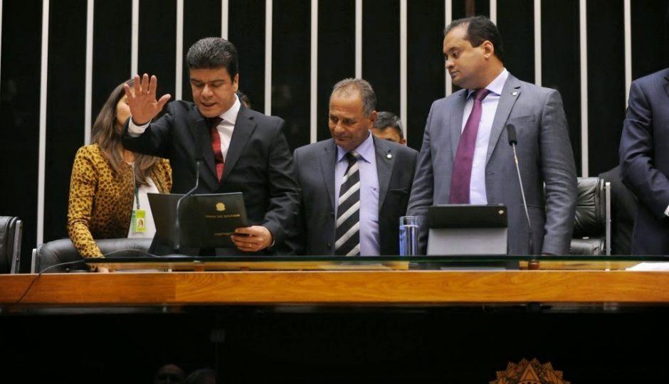 Julião Amim descumpre acordo com Deoclides Macedo por vaga na Câmara