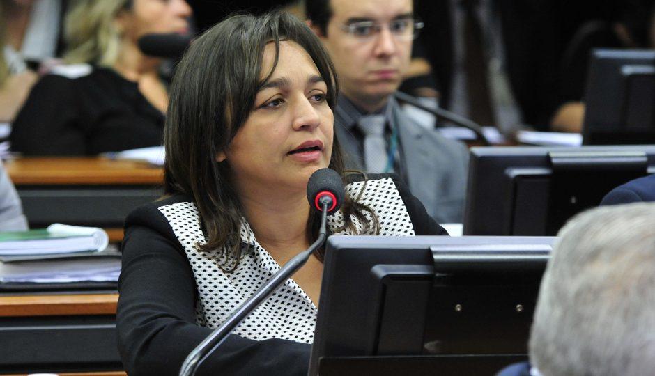 Eliziane Gama defende fim do foro privilegiado para autoridades