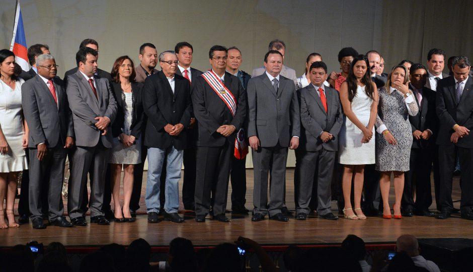 Projeto cria 13º secreto para Flávio Dino, Carlos Brandão e secretários