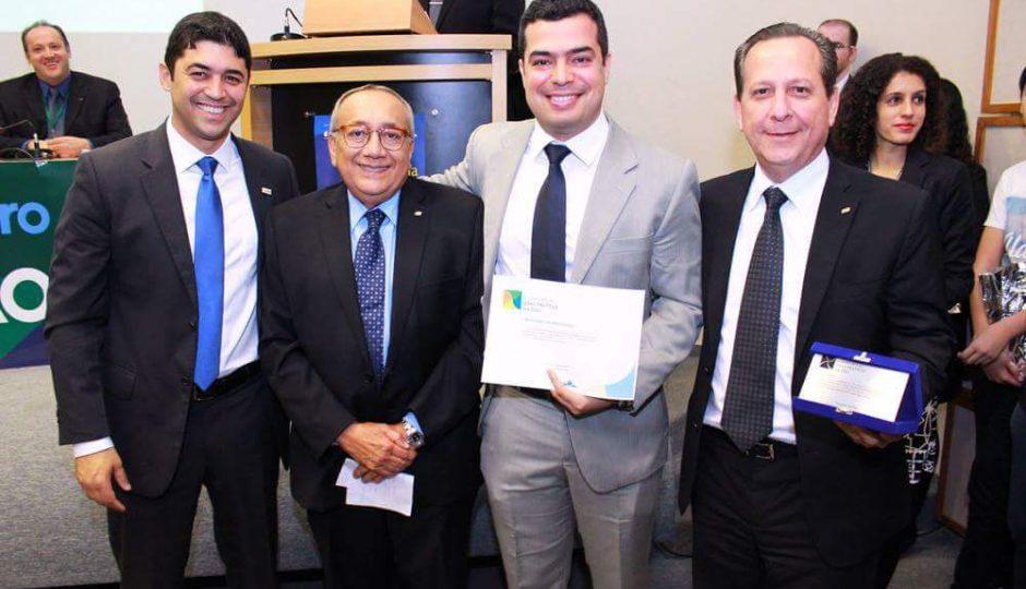 Gastão Vieira recebe prêmio da CGU por boas práticas na gestão pública