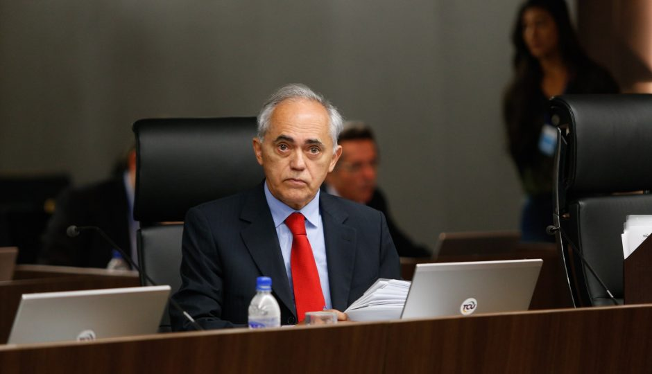 Presidente do TCU adia para 2 de janeiro repasse da verba da repatriação
