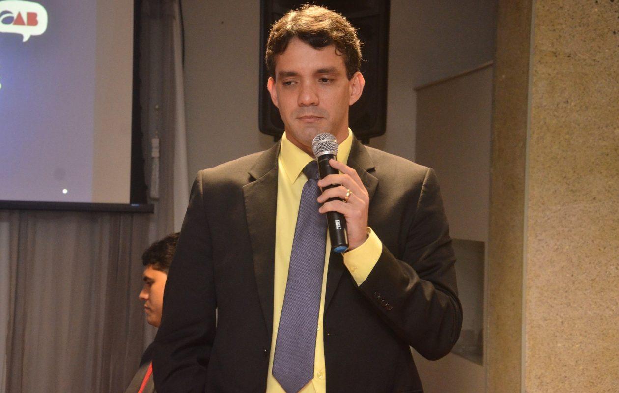 Thiago Diaz faz propaganda de licitação irregular para assessoria jurídica
