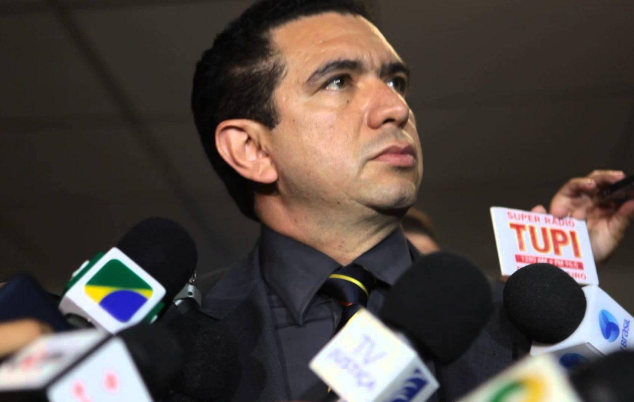 Douglas Martins se declara suspeito para julgar ação contra Flávio Dino