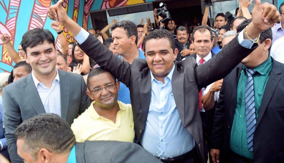 Amovelar Filho contrata empresa ligada a gestão do pai por R$ 560 mil