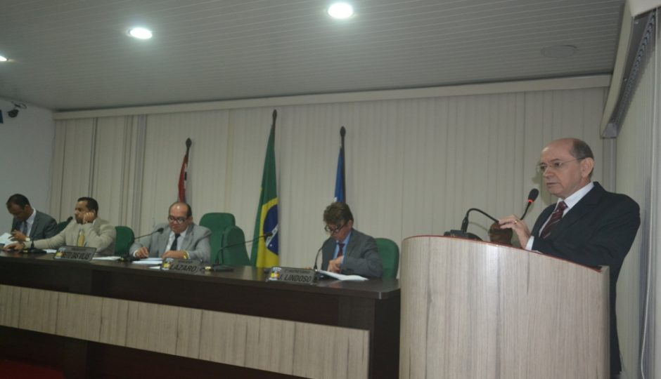 Eudes Sampaio apresenta relatório fiscal e orçamentário de 2016 na Câmara