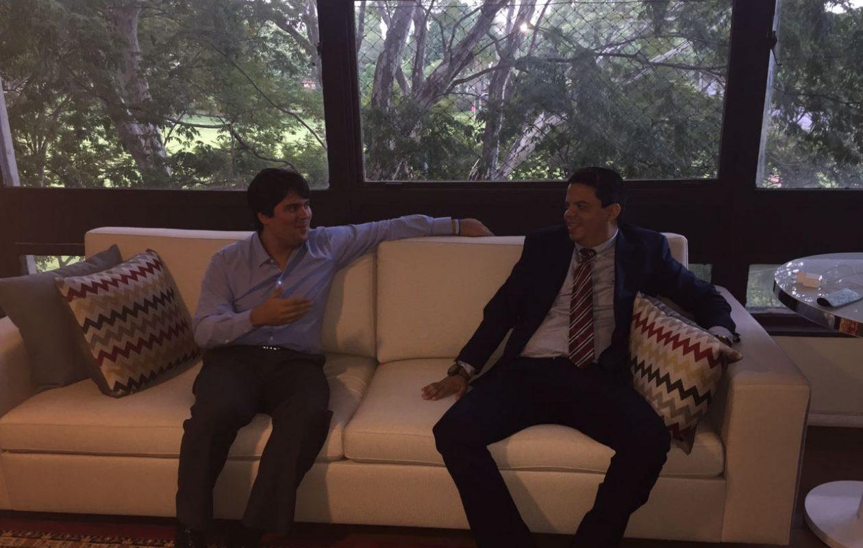 Luciano viabiliza com Fufuca ambulância para Pinheiro