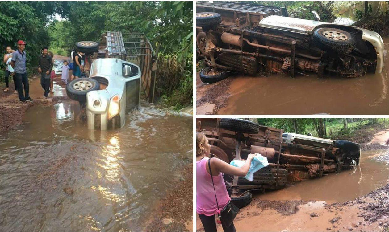 Caminhonete com passageiros tomba ao cair em buraco na MA-119